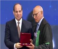 شيخ الأزهر يهنئ جمال أبو السرور لحصوله على وسام العلوم