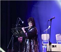 وزيرة الثقافة تفاجئ جمهور مهرجان «القلعة» بعزفها على «آلة الفلوت»