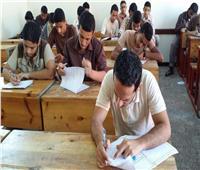 طلاب الثانوية العامة يؤدون امتحانات الجبر والهندسة الفراغية والإحصاء