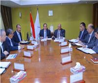 وزيرا النقل والبترول يبحثان إعادة تأهيل خط سكة حديد قنا / سفاجا / أبو طرطور