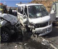 مصرع وإصابة 12 شخصًا في حادث تصادم سيارتين بالمنيا