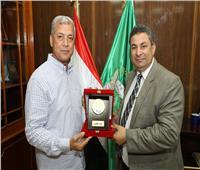 محافظ المنوفية يكرم وكيل وزارة الزراعة
