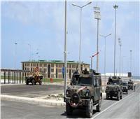 مقتل مدني وإصابة جندي في هجوم مسلح على قاعدة عسكرية بالصومال