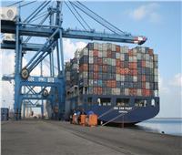 ميناء دمياط يستقبل 8 سفن حاويات