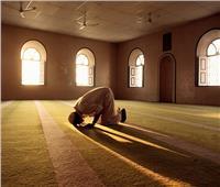 شاهد| ما حكم أداء الصلاة في غير وقتها المحدد؟.. «الإفتاء» تجيب