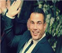 شاهد| عمرو دياب يُغني «يوم تلات» في إحدى حفلات الزفاف