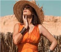 صور| بـ«فستان برتقالي اللون».. إطلالة مثيرة لهند صبري
