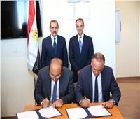 وزير الاتصالات ومحافظ أسيوط يشهدان توقيع عقد بين «سيكو» و«واحات السيليكون»