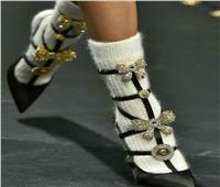 تقاليع  ارتداء «الجوراب على الحذاء السواريه» موضة 2019