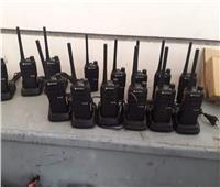 إحباط محاولة تهريب 28 جهاز لاسلكي و124 أجهزة التتبع بمطار برج العرب