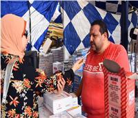 صور| إقبال كبير على معارض كلنا واحد لبيع الأدوات المدرسية بالإسكندرية