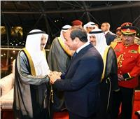شاهد| الشيخ صباح الأحمد يستقبل الرئيس السيسي بدولة الكويت