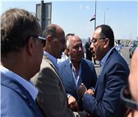 رئيس الوزراء يتفقد تطوير طريقالكافوريومشروع محور ربط ميناء الدخيلة بالطريق الدولي الساحلي