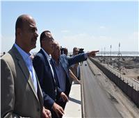 رئيس الوزراء يتفقد مشروع إنشاء وصلة حرة لربط ميناء الدخيلة بالطريق الساحلي الدولي