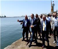 رئيس الوزراء يقوم بجولة في ميناء الإسكندرية