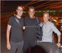 صور| وصول «رينيه فايلر» المدير الفني الجديد للأهلي إلى القاهرة