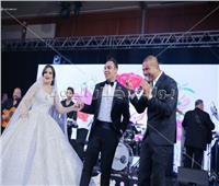 صور| «يوم تلات» عمرو دياب تُشعل إحدى حفلات الزفاف