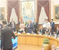 وزيرا التنمية المحلية والتخطيط يكرمان المشرفون على التحول الرقمي