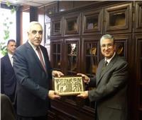 وزير الكهرباء يستقبل سفير العراق لبحث سبل التعاون بينهما