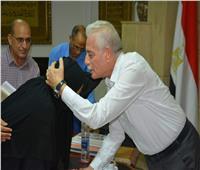 محافظ جنوب سيناء يستقبل المواطنين بمكتبه لحل مشكلاتهم