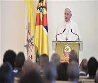 البابا فرنسيس يلتقي سلطات موزمبيق والسلك الدبلوماسي وممثلي المجتمع المدني