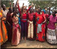 صور| «رشا قلج».. أنجلينا جولي أفريقيا تقود حملة لمواجهة العادات الخاطئة بالقارة السمراء