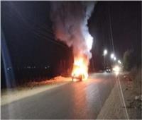 السيطرة على حريق نشب في سيارة نقل بالطريق الصحراوي بنجع حمادي