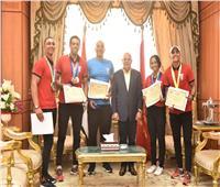 محافظ بورسعيد يكرم أبطال منتخب مصر لرياضة الكياك والكانوي