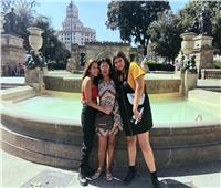 بالصور| رانيا يوسف برفقة ابنتيها في برشلونة