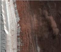 ناسا تلتقط صورة من انهيار جليدي ضخم في كوكب المريخ