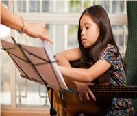 ما حكم تعليم الأطفال الموسيقى بآلات الإيقاع؟.. «المفتي السابق» يجيب