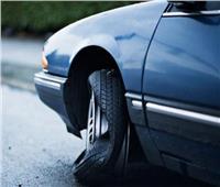 كيف تتعامل حال انفجار أحد إطارات سيارتك؟.. 7 خطوات تحل الأزمة