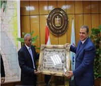 وزير القوي العاملة يكرم «عبد الكريم» لجهوده طوال حياته الوظيفية