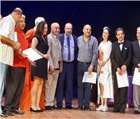 تكريم العاملين بمسرح عبد الوهاب بالإسكندرية وأسرة مسرحية «بحر الهوى»