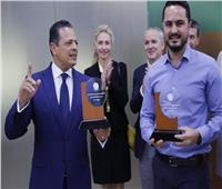 صور| وفد «بيرسون» العالمية يشيد بانجازات مراكز الاختبارات المعتمدة بجامعة مصر
