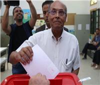 انتخابات تونس| إدلاء المنصف المرزوقي «الرئيس السابق والمرشح» بصوته الانتخابي