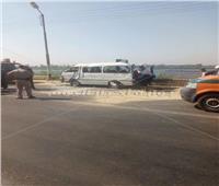 صور| مصرع 3 وإصابة 7 في انقلاب سيارة بطريق الخزان في قنا