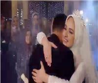 شاهد.. أب ينهار باكيا بحفل زفاف ابنته