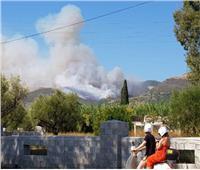 إجلاء قريتين مع اشتداد حرائق الغابات في اليونان