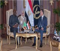 وزير الداخلية يستقبل نظيره الزامبي.. على هامش حضوره المنتدى الإفريقي