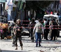 مسؤولان: انتحاري ومسلحون يهاجمون مبنى حكوميًا بشرق أفغانستان