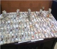 فيديو| أمن القاهرة يوجه ضربة لتجار العملة.. ويضبط 2.5 مليون جنيه بحوزة «عصابة مدينة نصر»