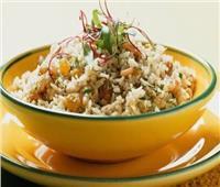 طبق اليوم .. «أرز بالبصل والزبيب»