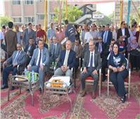 رئيس جامعة أسيوط يدعو الطلاب إلى الاجتماع معا في حب الوطن