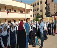 رئيس مدينة قها تشارك الطلاب طابور الصباح مع بدء العام الدراسي الجديد