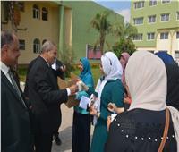 صور| المحرصاوي يستقبل طالبات «البنات الأزهرية» بالعاشر من رمضان بالهدايا
