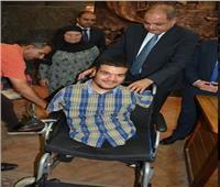 محافظ الغربية يوفر «كرسي متحرك» لمواطن من ذوي القدرات الخاصة