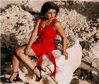 صور| منة فضالي تفاجئ جمهورها باللون الأحمر
