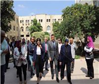 رئيس جامعة عين شمس يتفقد أعمال التطوير بكلية الطب