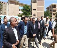 رئيس الوزراء يشيد بمستوى التعليم والتدريب بالمدرسة الفنية لمياه الشرب